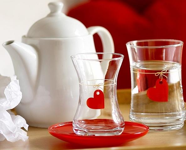 yeni-sezon-lav-marka-ipte-kırmız-kalp-desenli-orta-boy-şık-zarif-hoş-cam-çay-bardağı-ve-meşrubat-bardağı-modeli.jpg