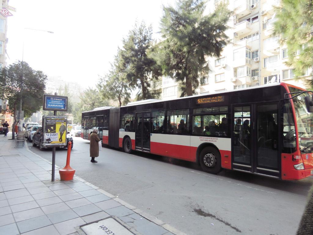 伊茲密爾市區公車.jpg
