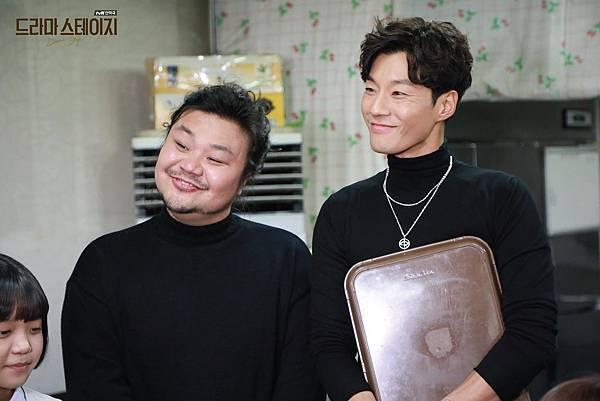 /太恆浩飾(左)