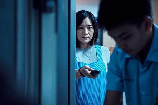 《你的孩子不是你的孩子-媽媽的遙控器》小偉媽媽 陳淑麗/柯素雲 飾.jpg