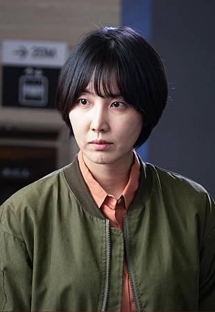 蔡恩貞/申東美 飾.jpg