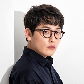 《Hometown》鄭英燮(29歲)/李海雲 飾.jpg