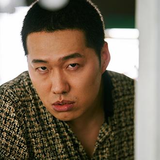 《Hometown》姜龍卓(29歲)/車來亨(차래형)飾.jpg