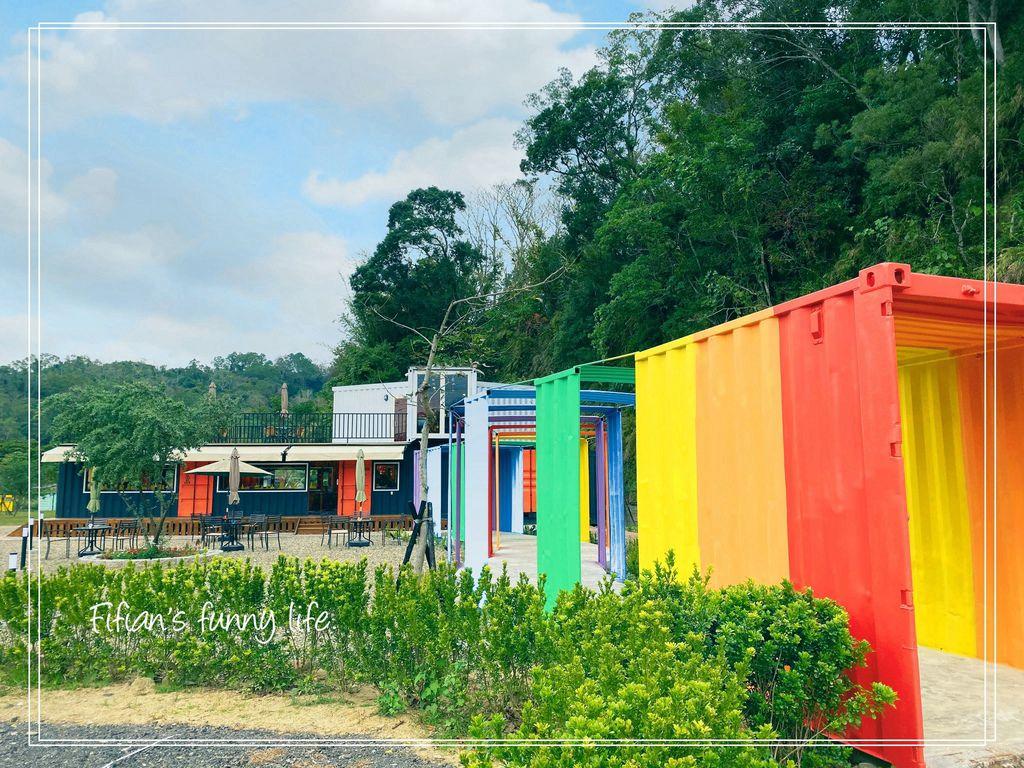 新竹峨眉 貨櫃89咖啡 彩虹貨櫃屋