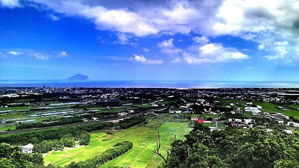 北宜公路,回家的途中,後面是龜山島唷!