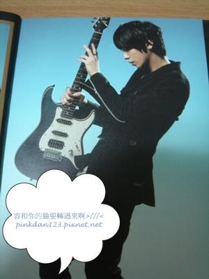 容和與吉他.JPG