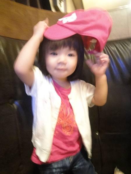戴帽帽~和阿姨一樣愛桃紅