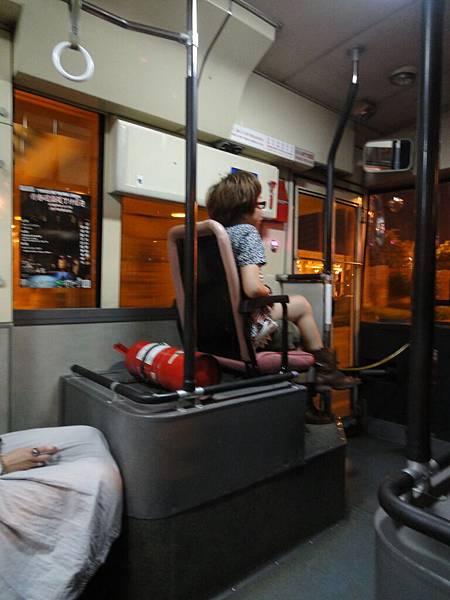 搭公車夜遊去