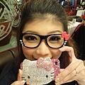 kitty眼鏡和哀鳳新衣