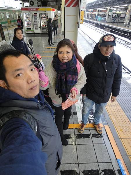 等火車ㄉ我們