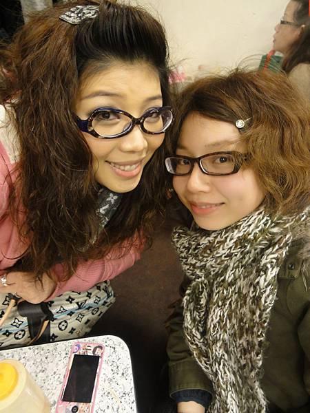今天兩個眼鏡鬼^^