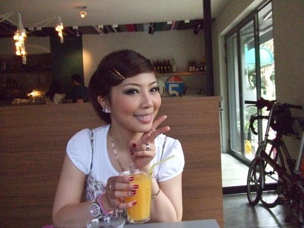 新鮮現打柳橙汁