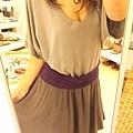裙襬也是完美的垂墬