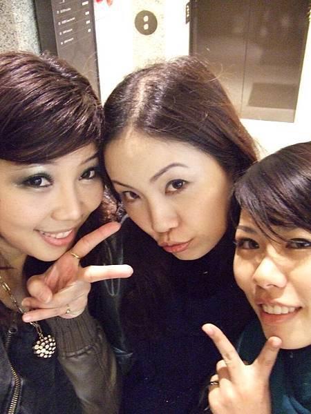 這三個妞妞,是一輩子ㄉ姊妹了吧