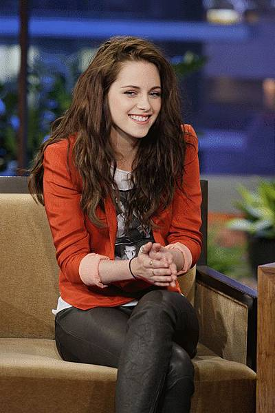 Kristen on Tonight Show-20120504 (4)