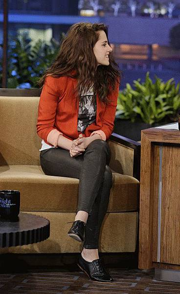 Kristen on Tonight Show-20120504 (5)