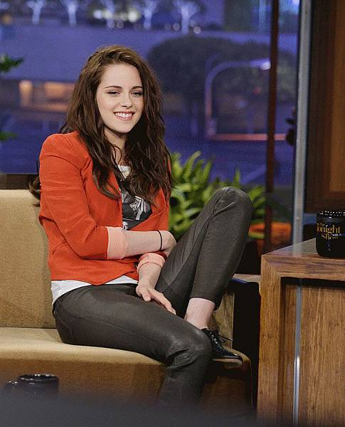 Kristen on Tonight Show-20120504 (7)