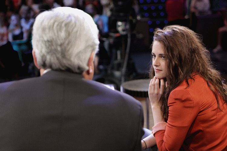 Kristen on Tonight Show-20120504 (11)