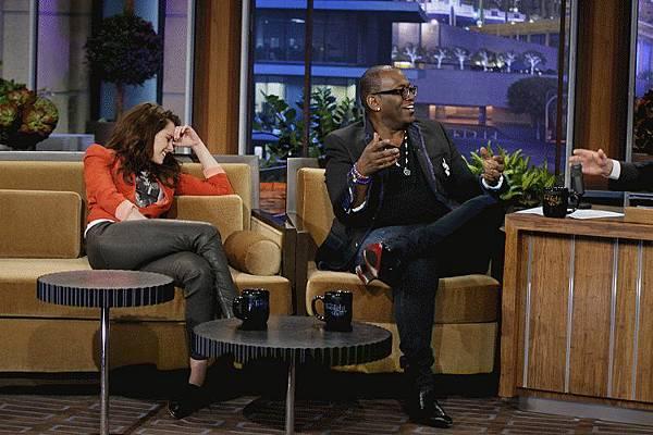 Kristen on Tonight Show-20120504 (12)
