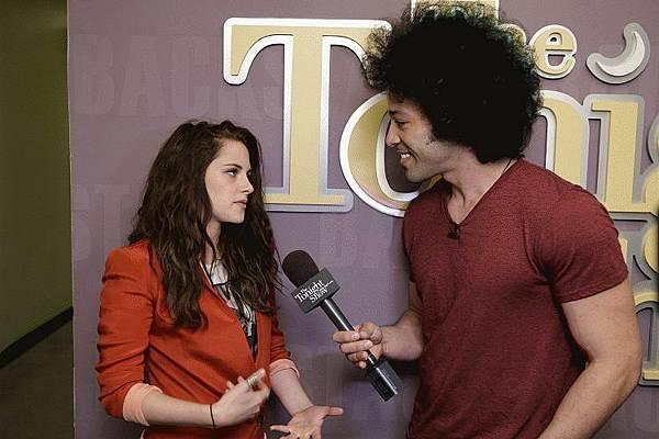 Kristen on Tonight Show-20120504 (13)