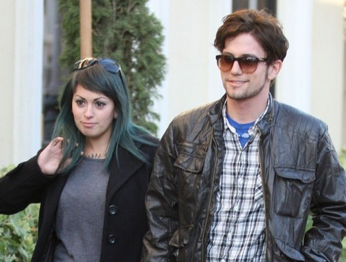 Jackson Rathbone and 女友Sheila Hafsadi