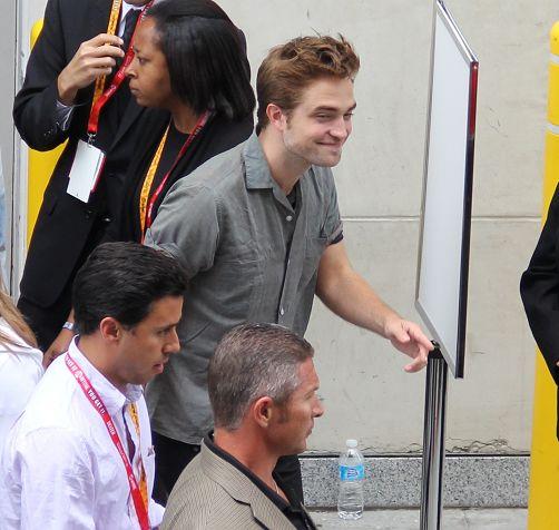 Rob抵達Comic Con - 20120712 (2)