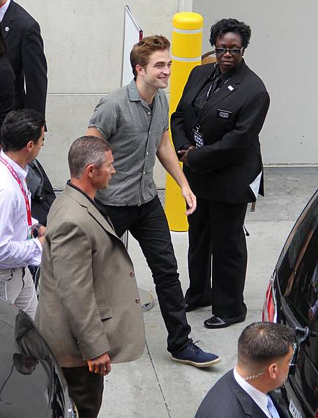 Rob抵達Comic Con - 20120712 (3)