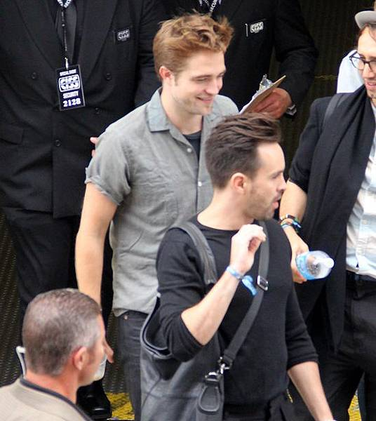 Rob抵達Comic Con - 20120712 (5)