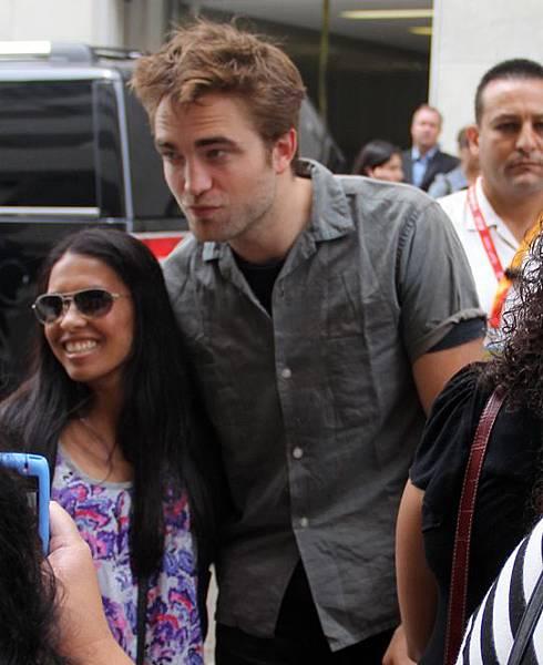 Rob抵達Comic Con - 20120712 (12)