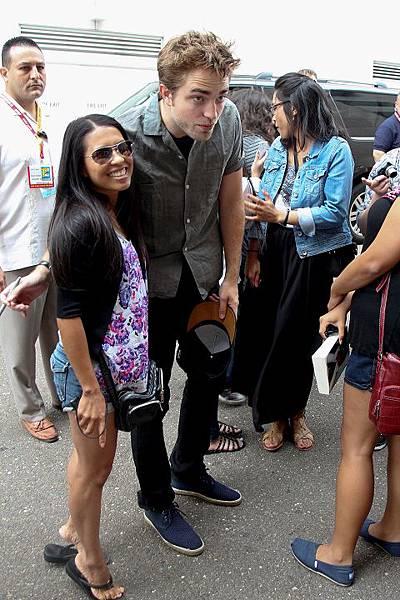 Kris 抵達Comic Con - 20120712 (18)