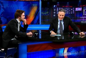 Robert Pattinson20120813上Daily Show 接受採訪-20120810