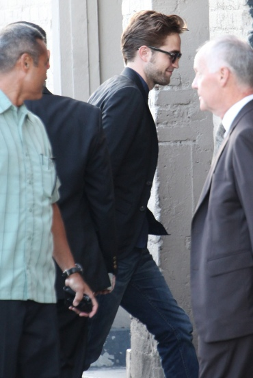 【Jimmy Kimmel Live】Robert Pattinson 抵達現場-20120822 (1)