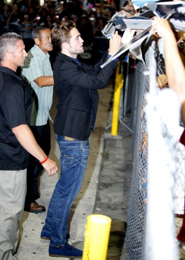 【Jimmy Kimmel Live】Robsten Pattinson 離開-20120822 (8)