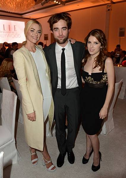 Rob出席 19th Annual ELLE Women in Hollywood Celebration-20121015 (2)