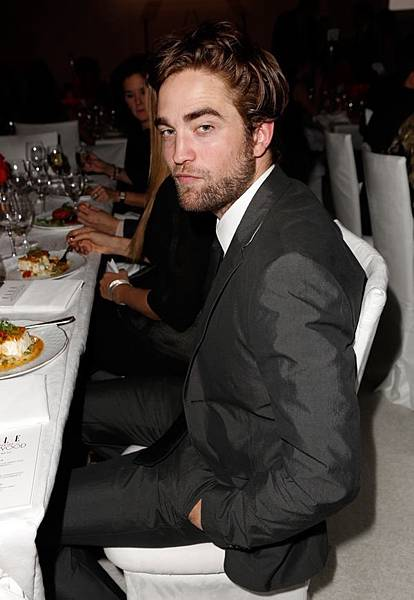 Rob出席 19th Annual ELLE Women in Hollywood Celebration-20121015 (3)