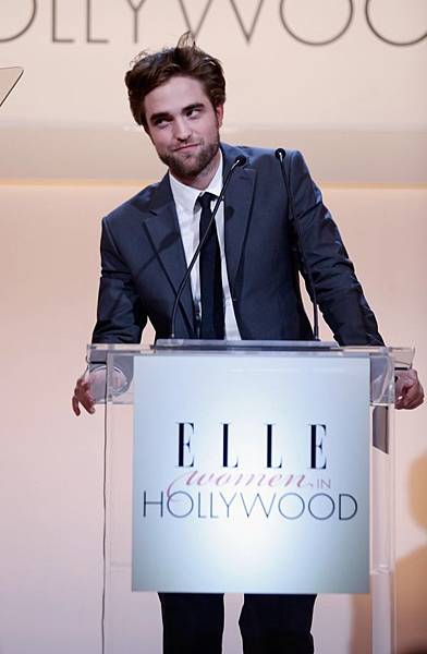 Rob出席 19th Annual ELLE Women in Hollywood Celebration-20121015 (6)