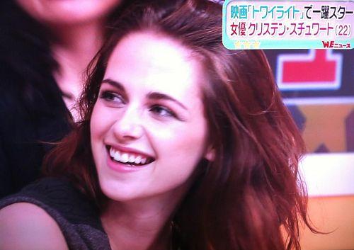 【東京BD2電影宣傳】Kristen Stewart 接受日本 Sukkir電視採訪-20121022 (3)