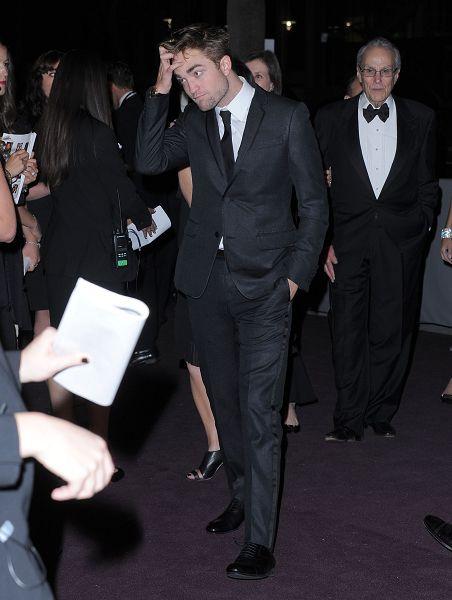 Rob 出席 藝術電影節《2012 Art + Film Gala》-20121027 (2)