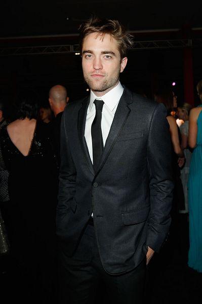 Rob 出席 藝術電影節《2012 Art + Film Gala》-20121027 (12)