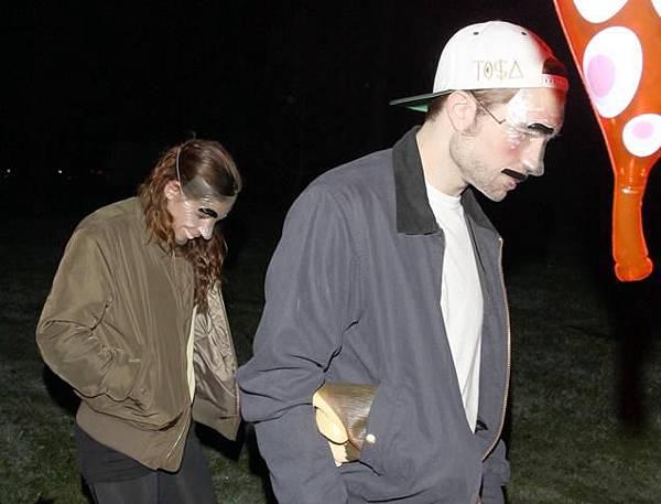2012 Rob&Kris參加萬聖節派對-20121031 (7)