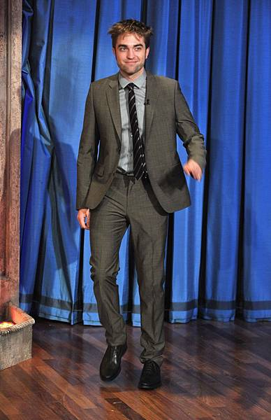 【BD2電影宣傳之旅:紐約】Rob on Jimmy Fallon-20121108 (3)