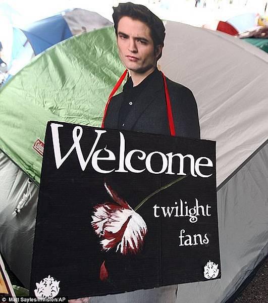 《破曉2》LA電影首映會場外-粉營露營-2012-11-11 (3)