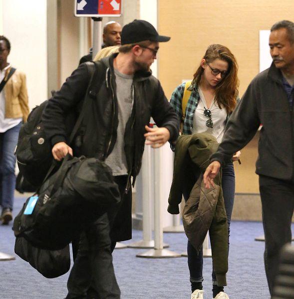 Robsten 感恩假期結束返回LA-20121226 (7)