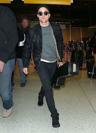 Rob 在甘迺迪國際機場,飛回倫敦過聖誕節-20121222(1)