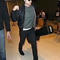 Rob 在甘迺迪國際機場,飛回倫敦過聖誕節-20121222 (2)