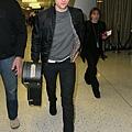 Rob 在甘迺迪國際機場,飛回倫敦過聖誕節-20121222 (3)