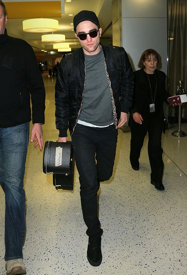 Rob 在甘迺迪國際機場,飛回倫敦過聖誕節-20121222 (4)