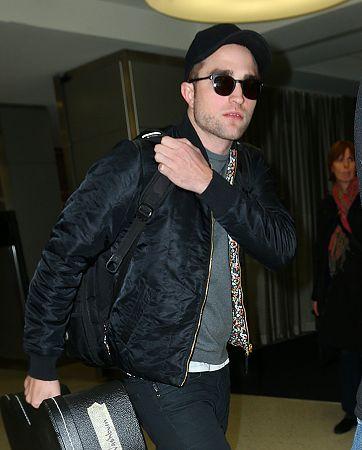 Rob 在甘迺迪國際機場,飛回倫敦過聖誕節-20121222 (5)