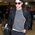Rob 在甘迺迪國際機場,飛回倫敦過聖誕節-20121222 (7)