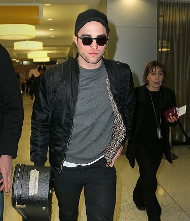 Rob 在甘迺迪國際機場,飛回倫敦過聖誕節-20121222 (9)